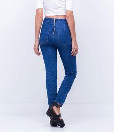 Calça feminina    Modelo skinny    Cintura alta    Marca: Blue Steel    Tecido: Jeans    Composição:  77% algodão , 20% poliéster e 3% elastano.    Modelo veste tamanho: 36             COLEÇÃO INVERNO 2015             Veja outras opções de    calças skinny femininas.                Calça Jeans Feminina - Skinny         A calça skinny é um modelo que caiu no gosto de todas as mulheres, afinal, ela fica bem em todos os tipos de corpos e combina com tudo que é roupa. Mas lembre-se sempre da…