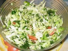 Cabbage salad with tomatoes. Салат из капусты с помидорами.