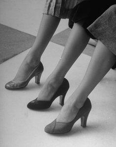 Surprising Women Shoes Puma Ideas Wonderful Tricks: Oxford Shoes Mens goody two shoes quotes.Formal Shoes Platform louboutin shoes for men. Vintage Fashion 1950s, Vintage Mode, Moda Vintage, Vintage Shoes, Retro Vintage, 1950s Style, Shoe Boots, Shoes Heels, Pumps