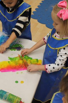 Creative Tots » preschool; mixing paint colors with rolling pins.