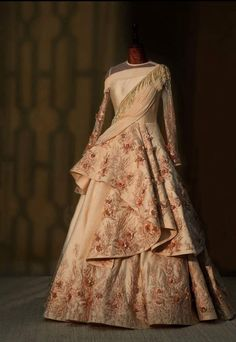Planning to shop in Mumbai for your bridal wear? This detailed Mumbai Lehenga Shopping Guide will help you cruise through your shopping experience. Lehnga Dress, Lehenga Choli, Anarkali, Pink Lehenga, Indian Wedding Gowns, Indian Gowns Dresses, Pakistani Gowns, Indian Bridal, Designer Bridal Lehenga