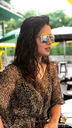 Raiza Wilson Raiza Wilson, Tamil Actress Photos, Telugu Cinema, Telugu Movies, Still Image, Bollywood Actress, Mirrored Sunglasses, My Photos, Hollywood