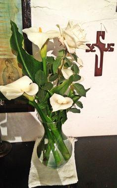 Florero con Alcatraz blanco y Rosa Blanca #eljardíndemiabuela #eljardíndepeppe #alcatraz #rosablanca