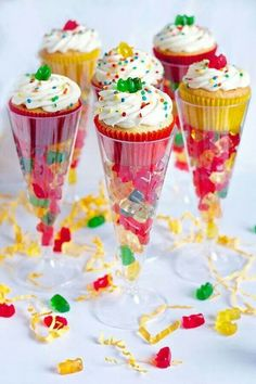 Just spotted these Boozy Gummy Bear Cupcakes from Erica& Sweet Tooth and had to share them with you! What a super cute, fun, simple way to serve up cupcakes and a delicious boozy treat! For the reci Cupcake Party Favors, Beer Cupcakes, Candy Party, Party Treats, Party Snacks, Baking Cupcakes, Party Desserts, Mini Cupcakes, Sleepover Party Favors