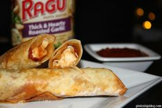 A NEW TAKE on a family favorite thanks to RAGÚ! Our Pepperoni Pizza Wraps Recipe will be your new Big Game favorite. #Ragutailgating