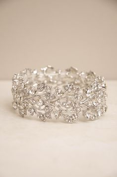 This vintage shimmering trellis bracelet is another great pick for your elopement accessory in San Sebastian. Elegant but not overstated