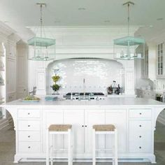 What's better than this gorgeous weather? @brooksandfalotico architecture, of course! Head to www.mydesignchic.com for gorgeous designs #architecture #interiordesign #chic #kitchen