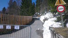 Am Ausgangspunkt zur Pecol Alm zieht sich der Schnee schon zurück Sidewalk, Snow, Walkway, Walkways