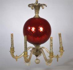 Lustre à cinq lumières en verre doré et verre églomisé rouge. MURANO,