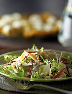 Endive Salad with Pears, Walnuts and Blue Cheese