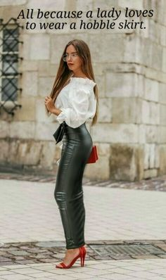 To look more stylish, a good and logical move is to add some leather elements to your outfit. Leather Peplum Tops, Leather Leggings Outfit, Leather Pants Outfit, Faux Leather Leggings, Leggings Fashion, Tribal Leggings, Legging Outfits, Leder Outfits, Mode Des Leggings