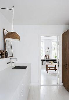 Bruine details in witte interieur