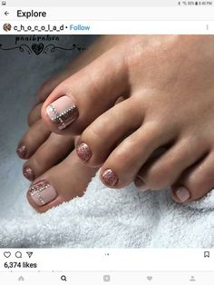 Toe nail arts seemingly good and cool. You can see how the toe nail are glittering. That's the good work of nail arts. Pretty Toe Nails, Cute Toe Nails, Pretty Nail Colors, Sexy Nails, Pedicure Designs, Pedicure Nail Art, Toe Nail Designs, Toe Nail Art, Feet Nail Design