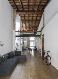 Gallery of Loft Renovation in 'El Cabañal' / AMBAU TALLER D'ARQUITECTES - 2