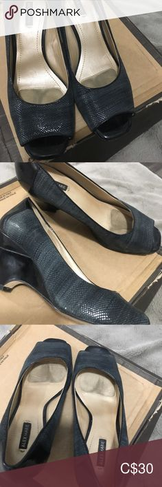 Alex Marie Size green / black 🌶🌶🌶 Worn once 🌶🌶🌶 Buy one get one half off Great conditions like new Alex Marie Shoes Wedges Buy One Get One, Plus Fashion, Fashion Tips, Fashion Trends, Womens Shoes Wedges, Wedge Shoes, Green, Closet, Stuff To Buy