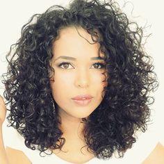 A @nanda_blog é uma das nossas #blogueirascacheadas ela dará muitas dicas para vocês quem têm cachos como ela!!!  #cachos #crespos #cabeloscacheados #cabelonatural #nandachaves #cantinhodananda #curl #curly #curls #curlygirl #curlyhairdontcare #cb4u #blogueirasunidas #Padgram