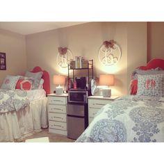 25 Preppy Dorm Rooms To Copy – – Dorm Room İdeas 2020 Preppy Dorm Room, Cute Dorm Rooms, College Dorm Rooms, College Closet, College Apartments, Studio Apartments, Small Apartments, Design Apartment, Apartment Living