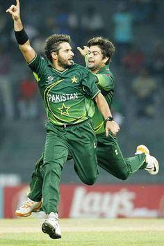 shahid afridi with ahmed shehzad Shahid Afridi, Sports Personality, Sports Stars, Green Shirt, Cricket, Athlete, Boom Boom, Baseball Cards, My Love