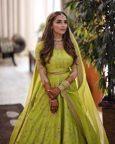 Dress Indian Style, Indian Fashion Dresses, Indian Designer Outfits, Designer Dresses, Designer Wear, Indian Wear, Indian Attire, Lehenga Dupatta, Green Lehenga