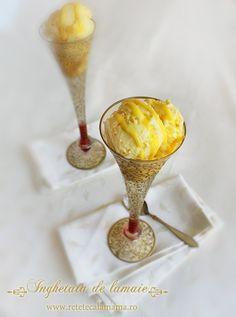Home made lemon ice cream. Lemon Ice Cream, Foods To Eat, Popsicles, Gelato, Parfait, Sorbet, Good Food, Cooking Recipes, Favorite Recipes