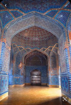 City Architecture, Beautiful Architecture, Islamic Architecture, Shah Jahan Mosque, Pakistani Culture, Dome Ceiling, Tourist Places, Old Building, Abandoned Buildings