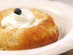 farine, beurre, sucre en poudre, levure chimique, lait, oeuf, eau, sirop, rhum Sugar Detox Recipes, Sugar Free Recipes, Baking Recipes, Cake Recipes, Dessert Recipes, Doughnut Pan, Mini Doughnuts, Baba Recipe, Cupcakes