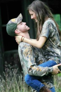 Country Engagement Photos I love camo :):) epecially for engagements:):) - Hunting Engagement Pictures, Engagement Photo Poses, Country Engagement, Engagement Couple, Engagement Photography, Engagement Ideas, Country Couple Pictures, Country Couples, Couple Picture Poses