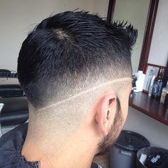 Middle skin fade  #fade #taper #line #razor #cut #haircut #hairstyle #men #gentleman #barbershop #barber #barberforlife #barberlife  #roots by _josethebarber_