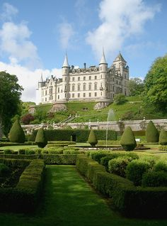Dunrobin Castle, The Scottish Highlands, near Inverness. The royal palace? Beautiful Castles, Beautiful Buildings, Beautiful World, Beautiful Places, Beautiful Gardens, Amazing Places, Scotland Castles, Scottish Castles, Oh The Places You'll Go