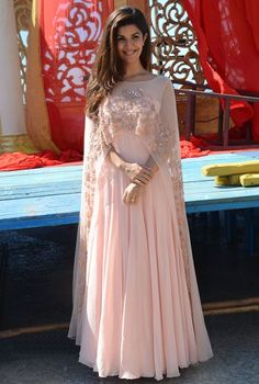 Arabic 2017 Elegant Pink Appliques Women Evening Dresses With Sheer Cape Beaded Chiffon Formal Gowns Indian Long Prom Dresses Floor Length Mode Abaya, Mode Hijab, Pakistani Dresses, Indian Dresses, Cape Outfit, Anarkali, Cape Lehenga, Moda India, Cape Gown
