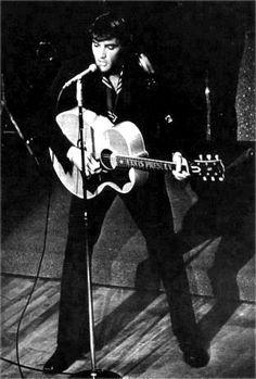 Elvis on stage at the Las Vegas Hilton in july 1969. | Elvis live ...