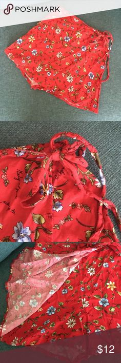 Adorable Vintage Floral Wrap Skort Excellent condition red skort with daisies. So cute! Youth size large but fits small. Vintage Shorts Skorts