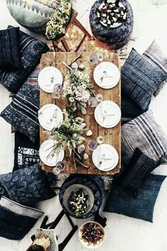 S and I decided this is what we're doing with our dinning room. We're getting rid of our table and getting one closer to the floor and getting cushions to sit on Interior And Exterior, Interior Design, Moon Party, Deco Table, Home And Deco, Decoration Table, Hygge, Tablescapes, Kitchen Dining