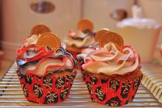pirate cupcakes @Kristen Rutherford