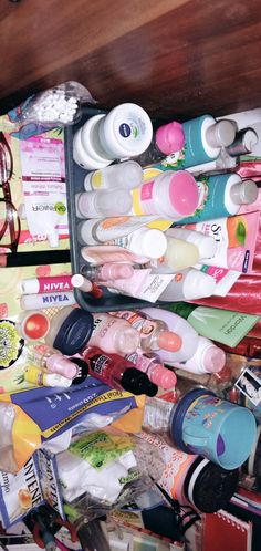 tips skincare remaja indonesia \ tips skincare remaja ; tips skincare remaja indonesia ; tips skincare routine remaja indonesia Reindeer Makeup, Beauty Routines, Skincare Routine, Makeup Vs No Makeup, Jokes Videos, Glo Up, Face Skin Care, Tips Belleza, Skin Treatments