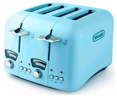The DeLonghi 4 slice toaster, the Classic Blu, joins a popular range of Blu appliances. The creamy baby blue is very trendy, and brings a Read Vintage Toaster, Retro Toaster, Retro Appliances, Small Kitchen Appliances, Kitchen Gadgets, Kitchen Gourmet, Art Deco, Estilo Retro, Colors