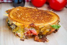 Taco grilled cheese and other yummy grilled cheese sandwiches Grill Cheese Sandwich Recipes, Deli Sandwiches, Grilled Cheese Recipes, Grilled Sandwich, Soup And Sandwich, Grilled Cheeses, Sandwich Ideas, Delicious Sandwiches, Burger Recipes