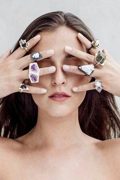 Jewelry Designer: Katerina Aramayo. Foto: Pilar Castro Evensen. Makeup: Javi Kästner. Modelo: Trinidad Valenzuela.