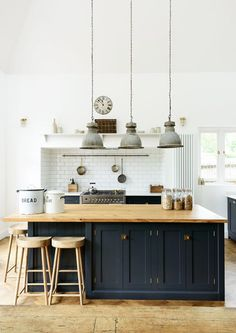 3 Incredible Useful Tips: Small Kitchen Remodel Design kitchen remodel pictures open shelves.Old Small Kitchen Remodel. Devol Kitchens, Home Kitchens, Farmhouse Kitchens, Small Kitchens, English Kitchens, Kitchens With Color, Kitchen Ideas Color, Modern Country Kitchens, Kitchen Colour Schemes