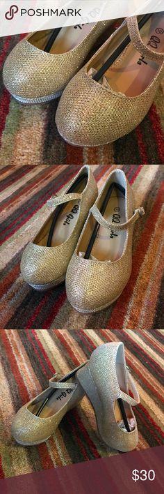 ✨✨QQ GIRLS Golden Shoes✨✨ Gorgeous! Espectacular shoes for girls! NWOT QQ GIRLS Shoes Dress Shoes