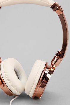 LMNT Metallic Headphones rose gold headphones x Cute Headphones, Over Ear Headphones, Fashion Headphones, Ipod, Couleur Or Rose, Gold Everything, Walpaper Black, Rose Gold, Karen
