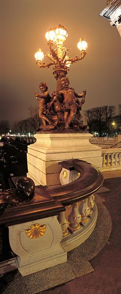 Paris, je t'aime / Lampadaire du Pont Alexandre III de nuit, Paris
