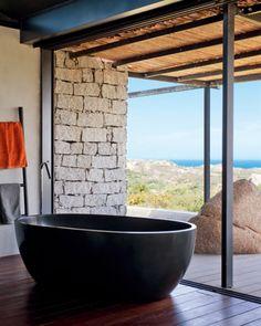 Une salle de bain zen et ouverte sur la nature