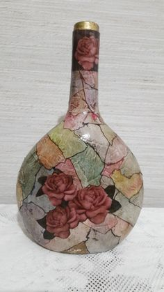 Decoupage bottles in the African style, crafts fromshells, how to make a mosaic of the shell with their own hands, a mosaic made of eggshel… Recycled Wine Bottles, Painted Wine Bottles, Liquor Bottles, Bottles And Jars, Glass Bottles, Glass Bottle Crafts, Wine Bottle Art, Diy Bottle, Whiskey Bottle