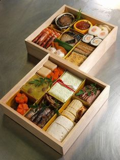 Simple yet rich osechi for the Japanese new year - All the ingredients are from Japan, including the container box made of paulownia wood. Japanese Bento Box, Japanese Dishes, Japanese Sweets, Japanese Food, Herbalife Shake Recipes, Japanese New Year, Boite A Lunch, Eat This, Food Packaging Design