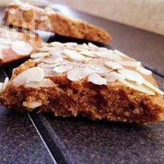 Cookies de amêndoa sem glúten @ allrecipes.com.br - Um cookie delicioso, sem glúten e ingredientes artificiais. Eu gosto de usar açúcar de coco mas você pode substituir se quiser.