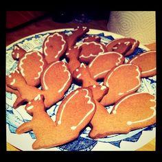 Gingerbread Squirrels Squirrels, Gingerbread Cookies, Baking, Desserts, Animals, Food, Chipmunks, Gingerbread Cupcakes, Tailgate Desserts