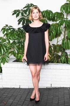 Pin for Later: W Mag Kicks Off the Golden Globes Parties With a Very Stylish Soiree Rosamund Pike Back in action after the baby! The star looked her usual fashionable self in this LBD. Killer Legs, Rosamund Pike, Red Carpet Gowns, Golden Globes, Red Carpet Fashion, Beautiful Celebrities, Get The Look, World Of Fashion, Shirt Dress