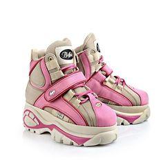 Lässiger, knöchelhoher Sneaker aus beige-farbenem Leder mit ca. 6 cm Plateausohle, Schnürung, rosa-farbenem Klettverschluss und Ziernähten und einer gepolsterten Innensohle.