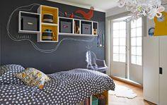 Con i mobili modulari da cucina è facile creare armadi personalizzati. Noi abbiamo usato i pensili per la cucina TUTEMO su una parete verniciata effetto lavagna - IKEA